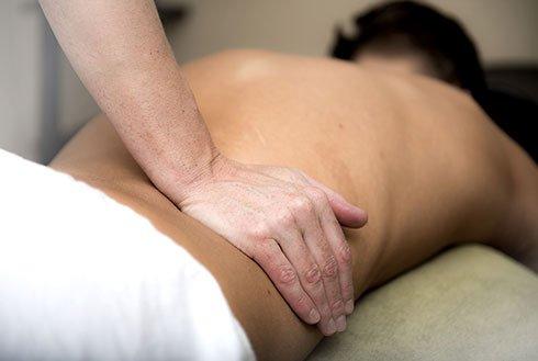 Rückenmassage in der Erlebnistherme Zillertal