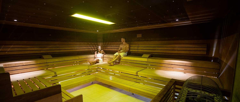 Black and White Sauna mit Mann und Frau